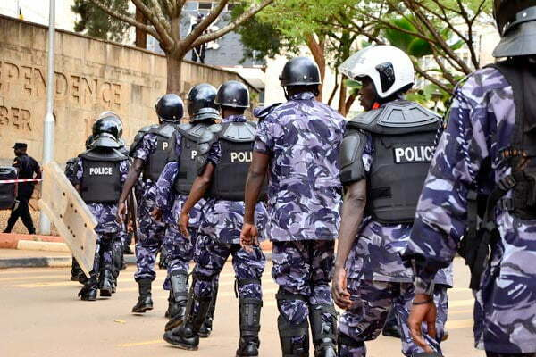 Police seal off opposition's FDC headquarters, city square