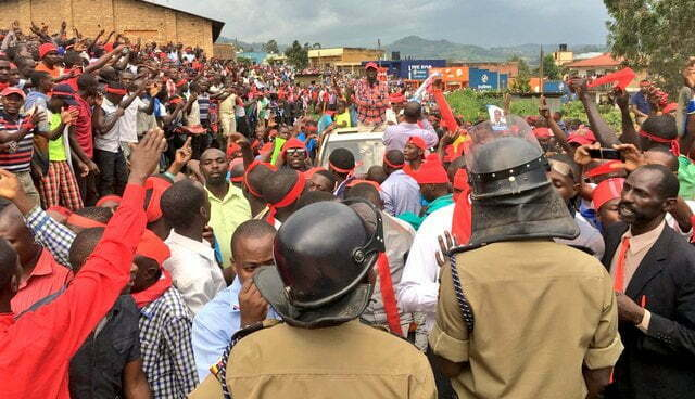 A crowd of Togikwatako supporters at a rally