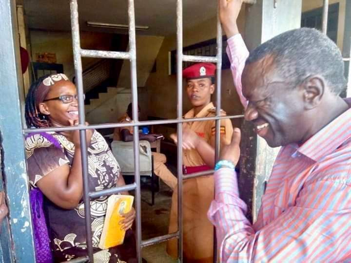 Kizza Besigye visits Stella Nyanzi at Buganda Road Court
