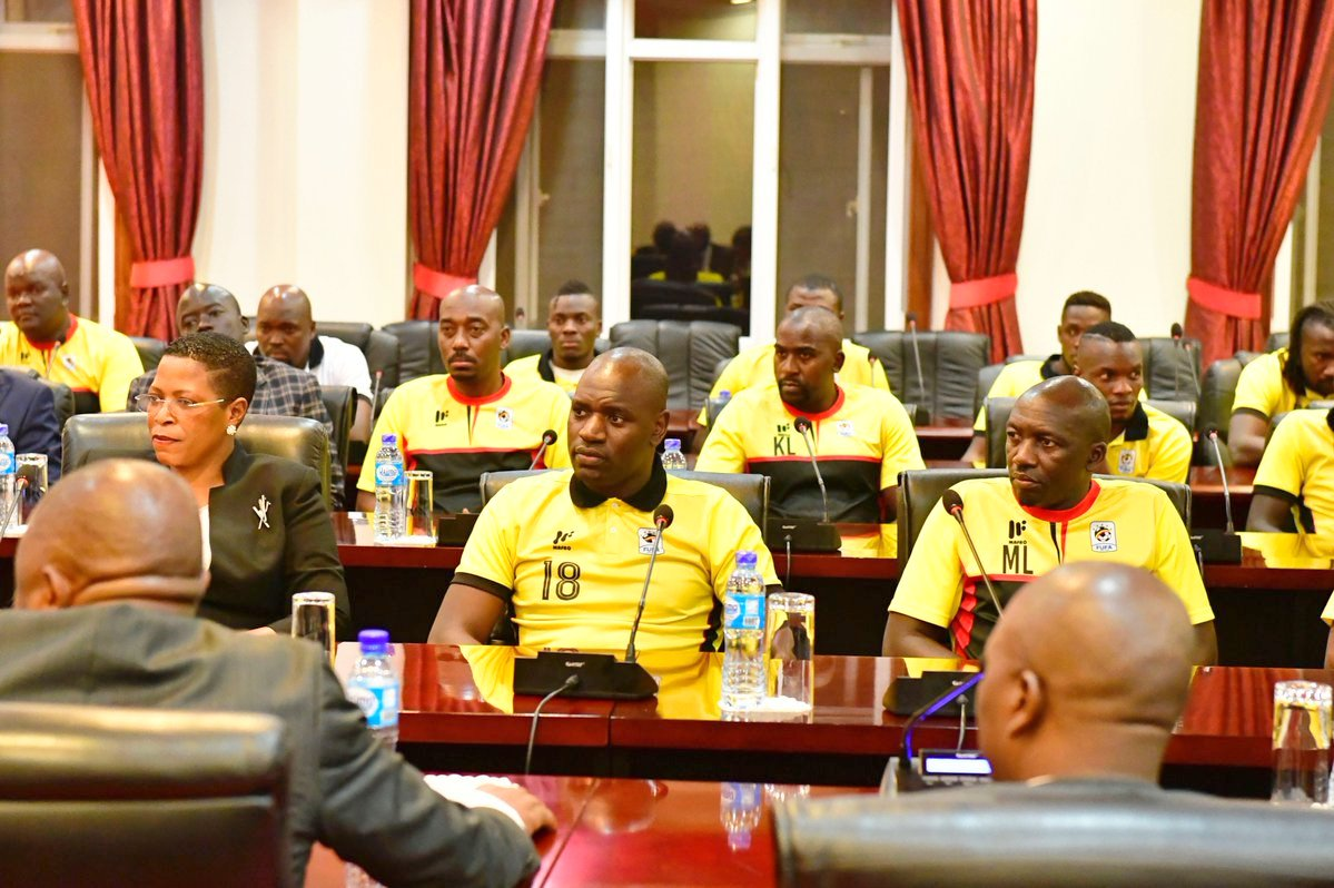 President Museveni with Uganda Cranes players at State House 2