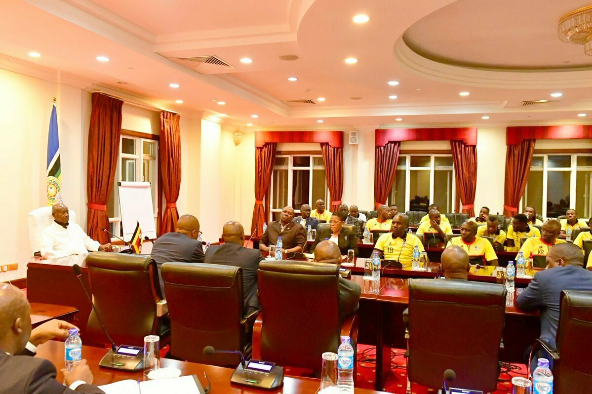 President Museveni with Uganda Cranes players at State House 3