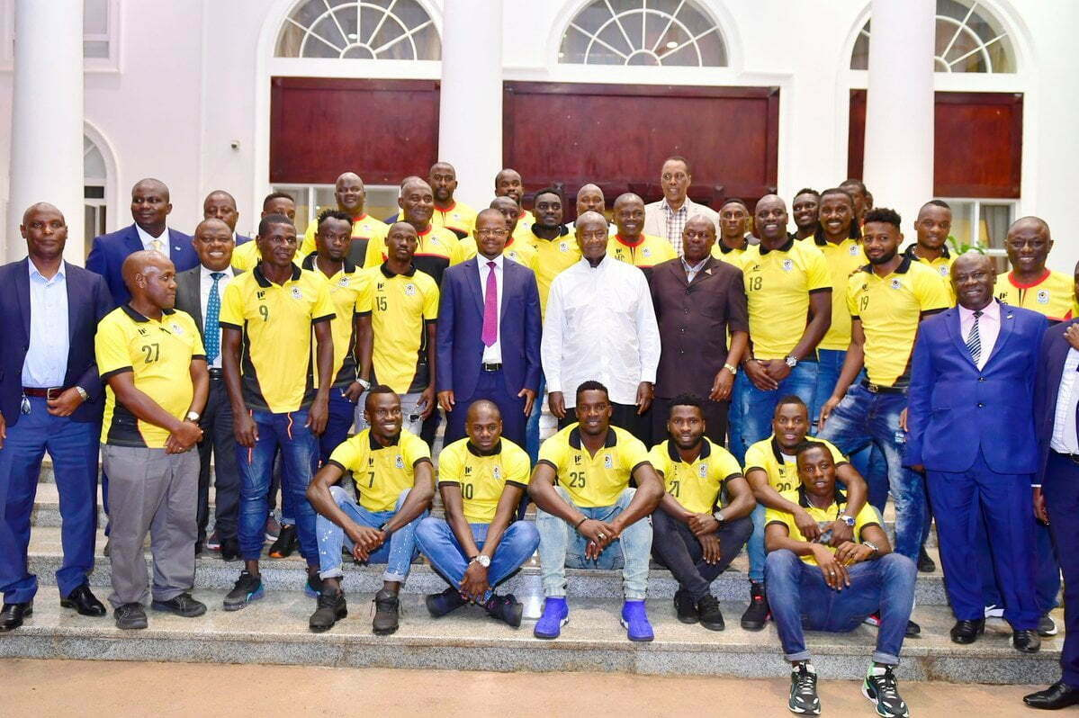 President Museveni with Uganda Cranes players at State House