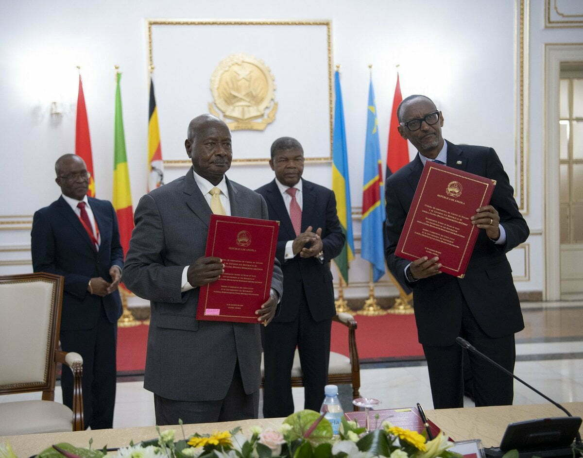 Museveni and Kagame sign pact