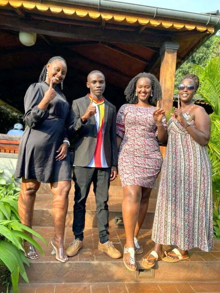 Independent presidential candidate John Katumba takes a selfie with gorgeous ladies