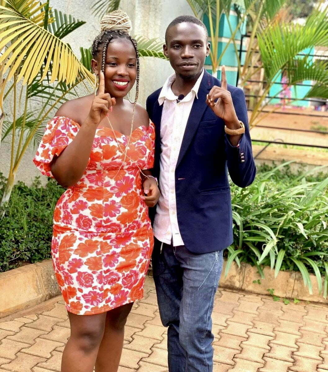 Independent presidential candidate John Katumba takes a selfie with gorgeous lady