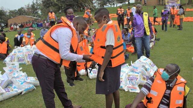 Lions Club donates Shs 30m life jackets to lake Bunyonyi Island schools