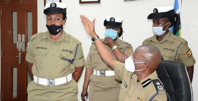 Drivers want police to reinstate white traffic uniform
