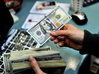 Dollar weakens further, experts expect it to stay flat longer
